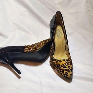 Black cheetah print pump